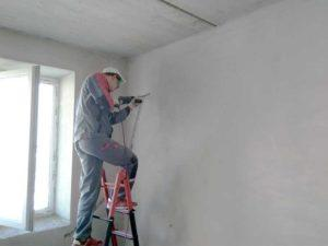 Штробление стены для коммуникаций под сплит-систему